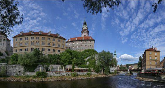 (Český Krumlov, Böhmisch Krumau) Czeski Krumlow, Brama Budziejowicka i widok znad Wełtawy