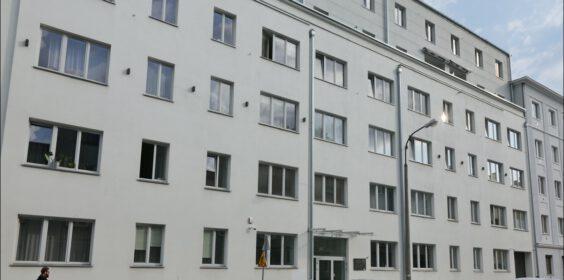 Warszawa, ul. Strzelecka 8 w roku 2010 i 2019