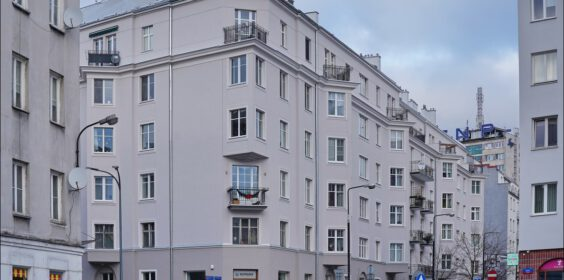 Warszawa, ul. Dobra / ul. Jaracza 7 w 2010 i 2019