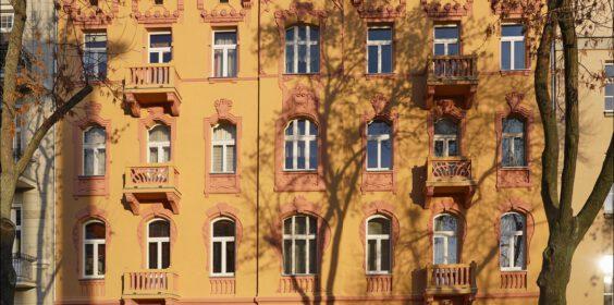 Łódź, plac Generała Henryka Dąbrowskiego 4 w 2019 i 2020