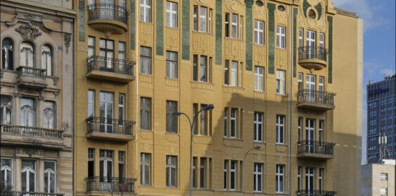 Łódź, kamienica ul. Sienkiewicza 6 w 2005 i 2019