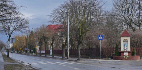 Zgierz. Dawne Kolegium Nauczycielskie przy ul. 3 maja / Kuropatwińskiej przed wojną i w 2021