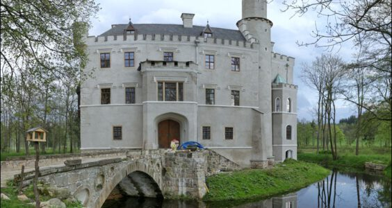 Karpniki, Zamek w Karpnikach 09.05.2013