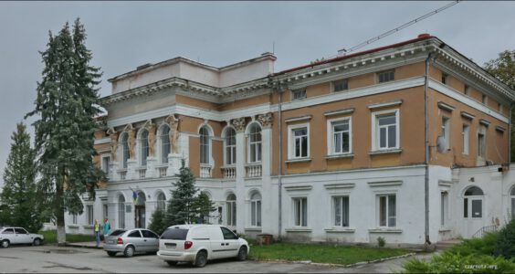 Ukraina, (Мику́линці, Микулинцы) Mikulińce, Pałac Reyów