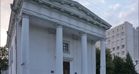 (Humań, Умань, Umań) Ślady Polski na Ukrainie, hale targowe, kościół WNP, Bracław, kościół Matki Bożej Szkaplerznej