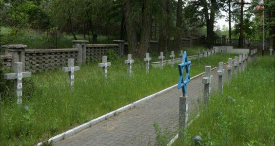 II wojna światowa. Cmentarz wojenny z 1939 r. w Woli Wodyńskiej żołnierzy Wojska Polskiego 1 Dywizji Piechoty Legionów Józefa Piłsudskiego. Żydzi walczyli w polskim wojsku we wrześniu 1939 r