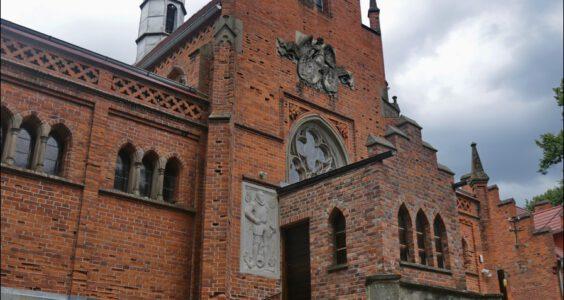 Żelowice, Kaplica pałacowa, obecnie kościół pw. Podwyższenia Krzyża Świętego