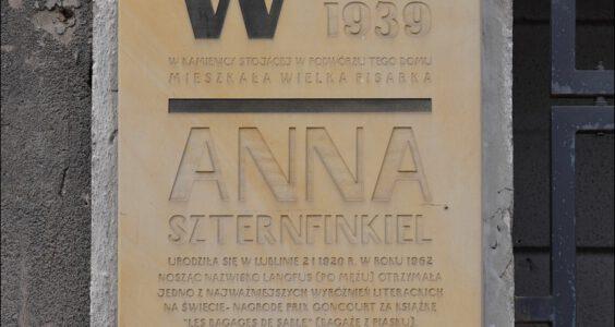 Lublin, ul. Lubartowska 24, tablica poświęcona Annie Szternfinkiel